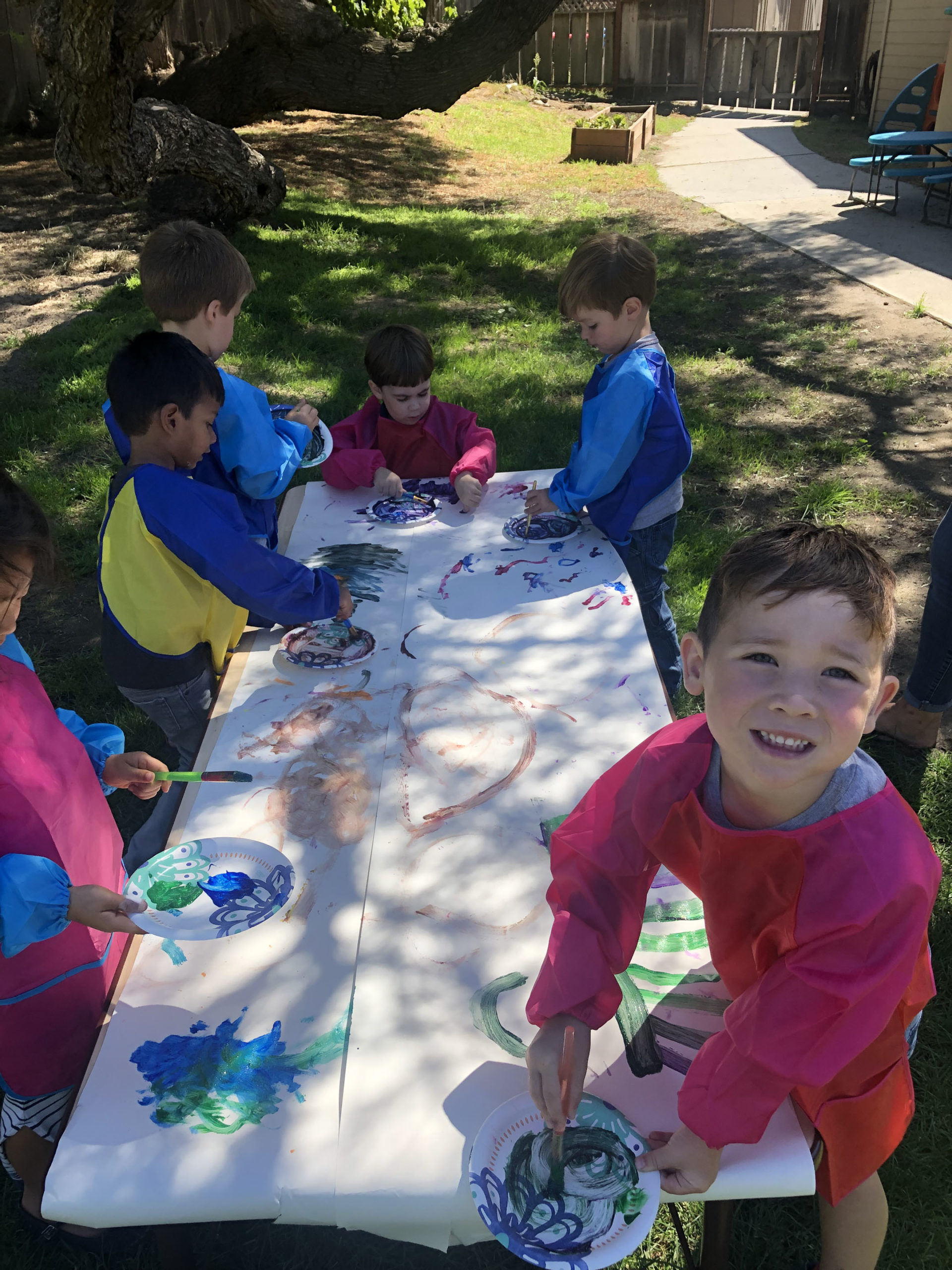 Art - Students painting paper plates outside